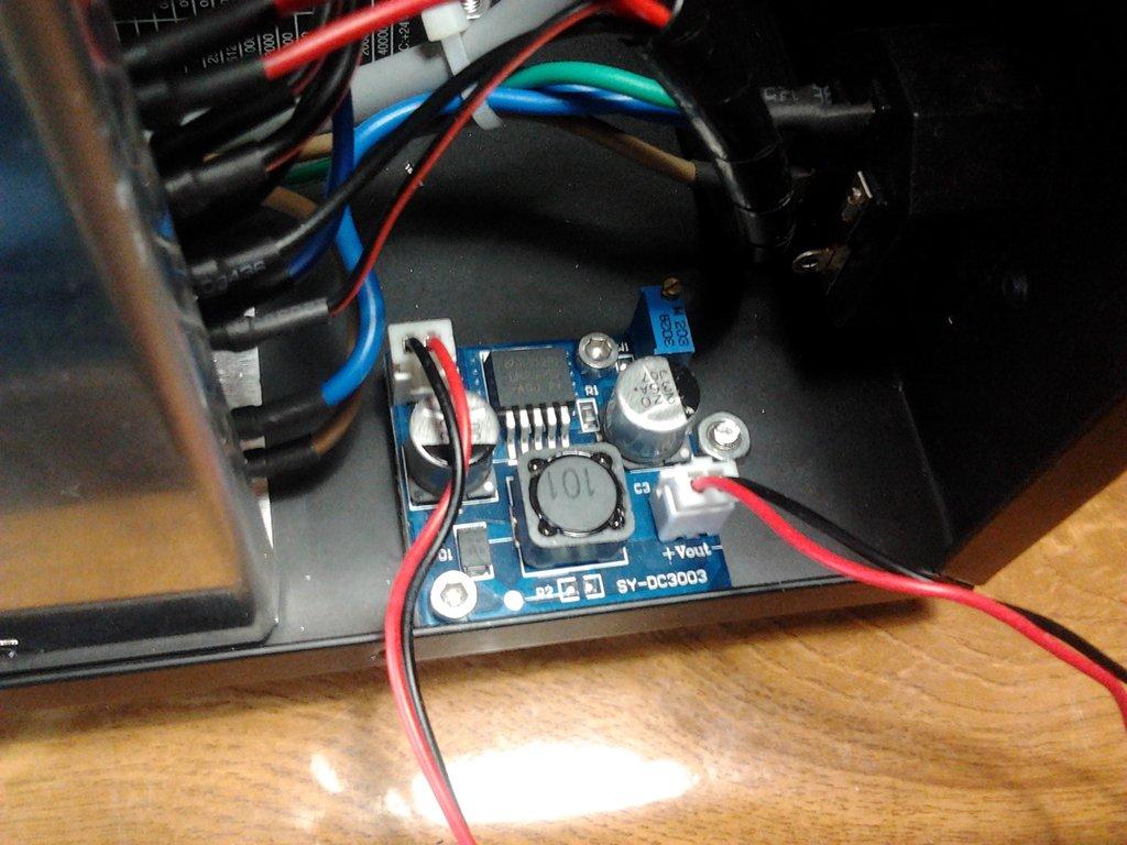 LM2596 Dentro de la Caja de control